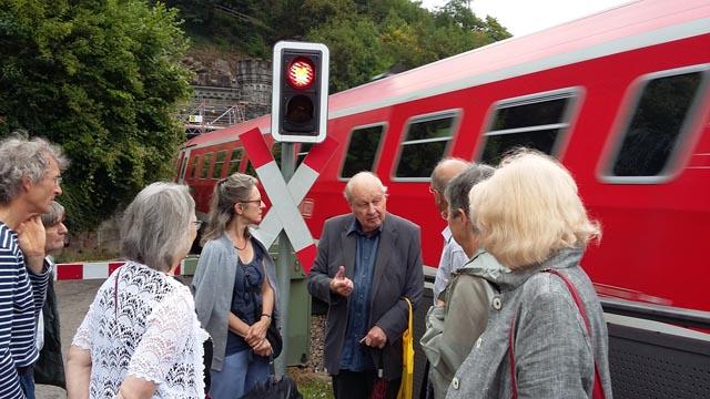Martin Blümcke und der Bewohnerverein Altstadt Laufenburg lassen sich auch von Schnellzügen und Rotlicht nicht bremsen. Foto: zVg