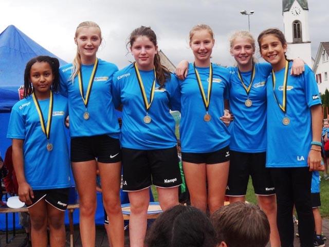 Die U14-Girls: Sieger beim Brennball.