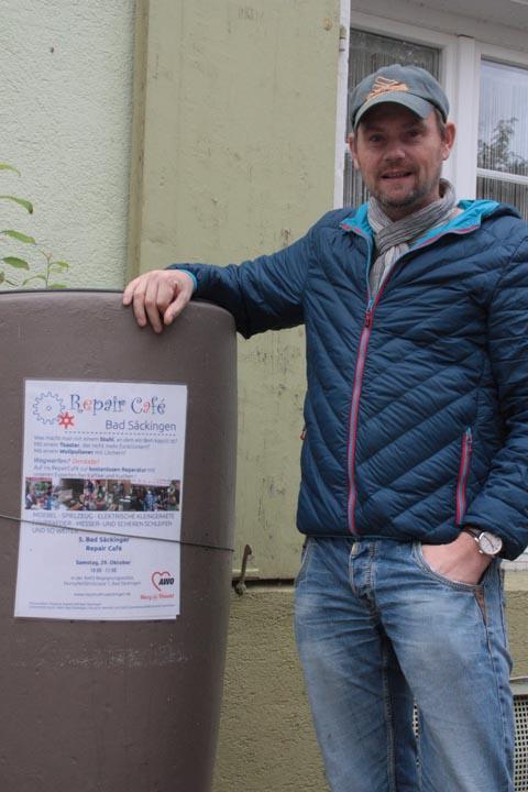 Stefan Meier ist der Macher des «Repair-Cafés» Bad Säckingen, hinter ihm stehen aber zahlreiche ehrenamtliche Experten. Foto: Jörn Kerckhoff