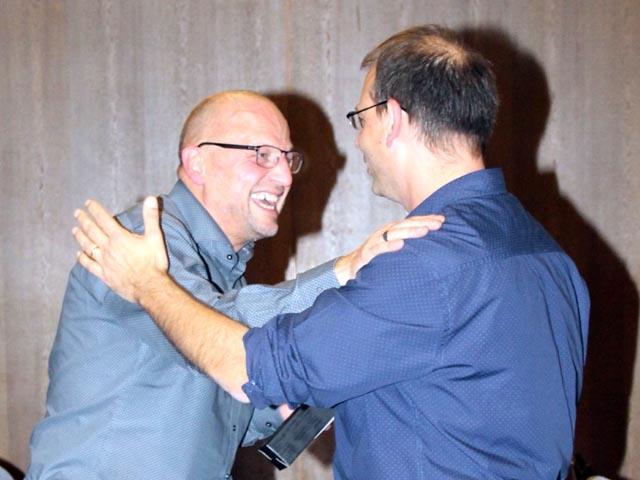 Der Dirigenten Markus Würsch wurde zum Ehrenmitglied ernannt. Fotos: zVg