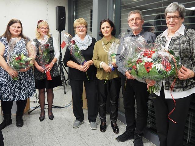 Ehre wem Ehre gebührt. Für ihren langjährigen Einsatz beim SRK Aargau wurden die sechs Jubilare gebührend beschenkt und gefeiert. Foto: zVg