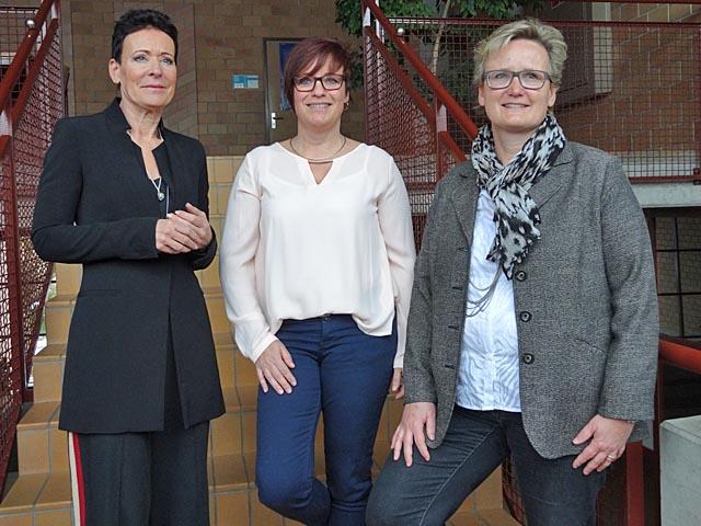 Informierten über die Lösung für die Oberstufe im unteren Fricktal: Die Präsidentinnen der drei beteiligten Kreisschulverbände: Béa Bieber (KUF), Astrid Zeiner (OSZF) und Benie Ankli (ems). Foto: Jörg Wägli