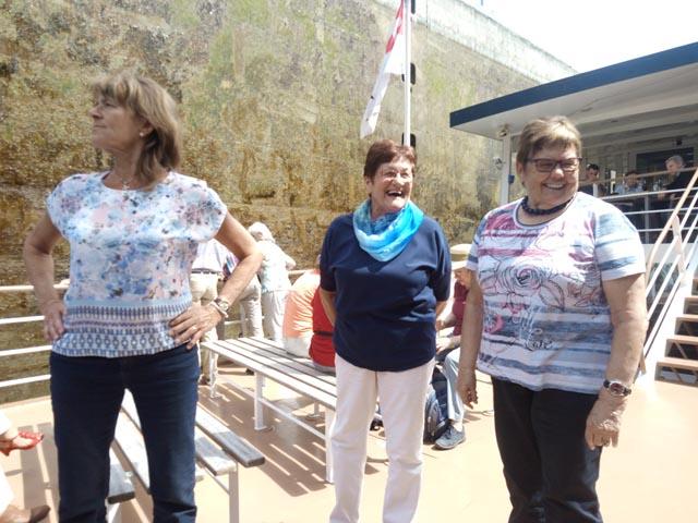 Sie lachten trotzdem, als sie in der Schleuse «gefangen» waren: Irena Vyskocil, Elisabeth Erni und Lisbeth Müller