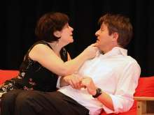 Turbulent: Corinne Binkert und Ralph Ammann im neuen Stück des Theaterverein Stein.