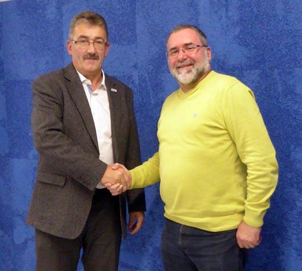 Gemeindeammann Mario Hüsler mit dem abtretenden Baukommissionspräsident Daniel Erdin.