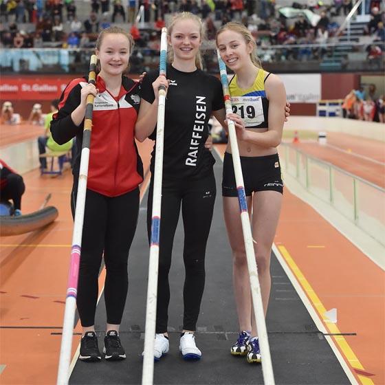 Gold und Silber für Sina Ettlin (Mitte) und Romy Burkhard (rechts) von der Flying-LV.