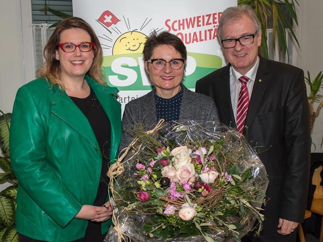 Désirée Stutz, neue Präsidentin (links), Regierungsrätin Franziska Roth (Mitte) und Daniel Vulliamy (rechts). Foto: zVg
