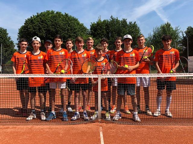Einige der Rheinfelder Nachwuchstalente im neuen orangen Dress beim Junioren-Interclub 2018. Foto: zVg