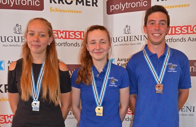 Das U21-Podest im Dreistellungsfinal (von links): Jasmin Jacquat (2.), Vanessa Zürcher (1.) und Patrick Gütiger (3.). Foto: msch
