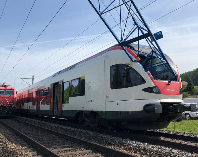 Baukran stürzte auf S-Bahn