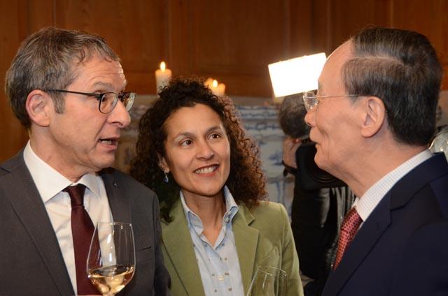 Wang Qishan, Vizepräsident der Volksrepublik China, wurde von Landammann Dr. Urs Hofmann und Staatsschreiberin Vincenza Trivigno empfangen. Foto: Kanton Aargau