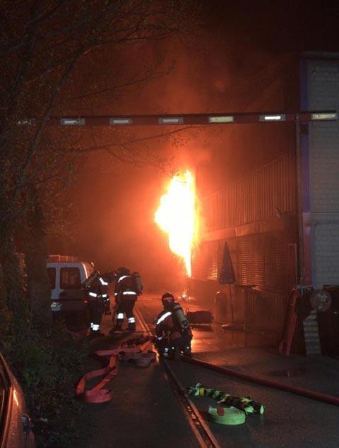 Birsfelden: Brand in Lagerhalle sorgt für starke Rauchentwicklung
