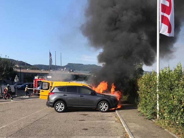 Pratteln: Zwei Fahrzeuge bei Brand zerstört